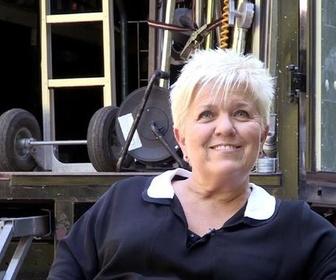 Replay Joséphine, ange gardien - Joséphine dans les années folles : Cluedo, Charleston et voitures anciennes !